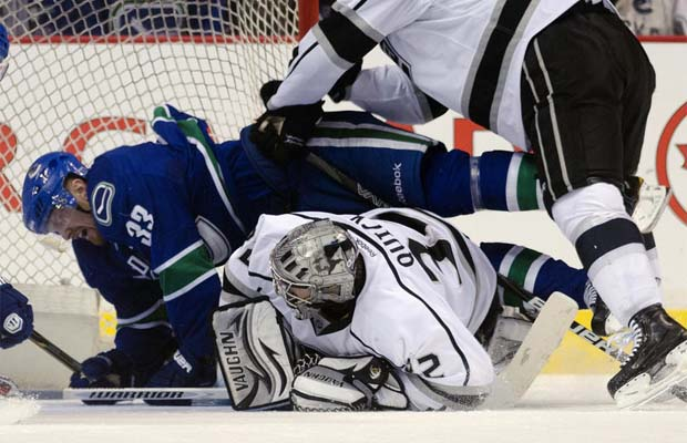 Henrik Sedin, Vancouver Canucks gets crosschecked into Jonathan Quick, Los Angeles Kings